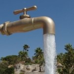 <b>Water, Agua, Eau, Tani...</b>