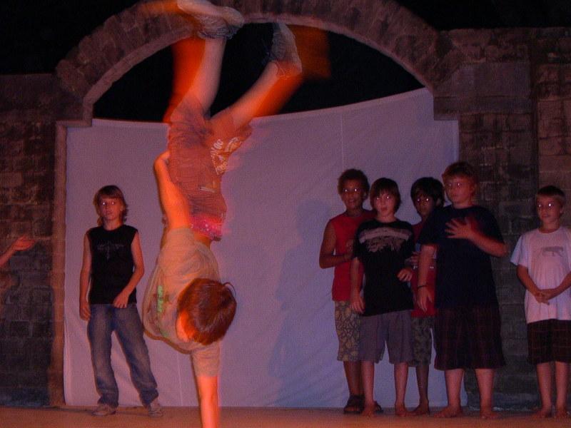 Photographer: | AV kids break dancer