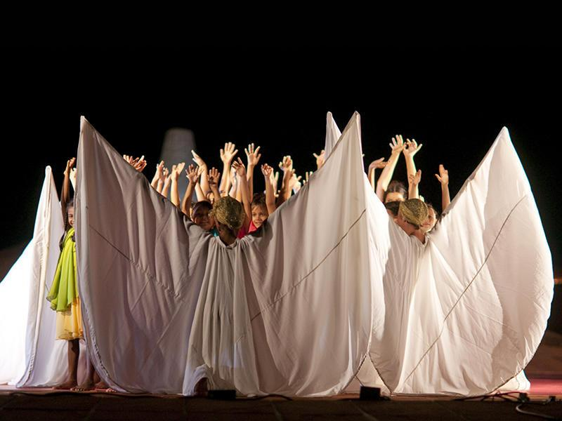 Photographer: | Children dancing in adoration of the Mother (Photo: Giorgio)
