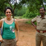 Anandamayi avec un policer du Tamil Nadu