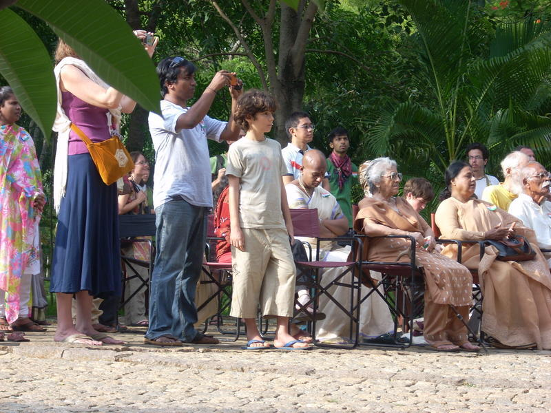 Photographer:Andrea | Audience in a sunny Sunday