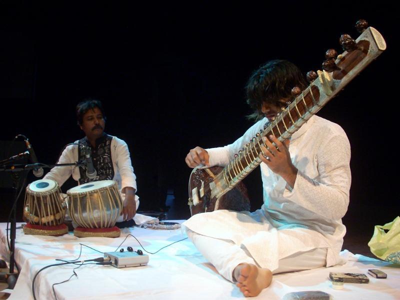 Photographer:Andrea   Shri Soham Munim on sitar and Shri Debashish Das on tabla
