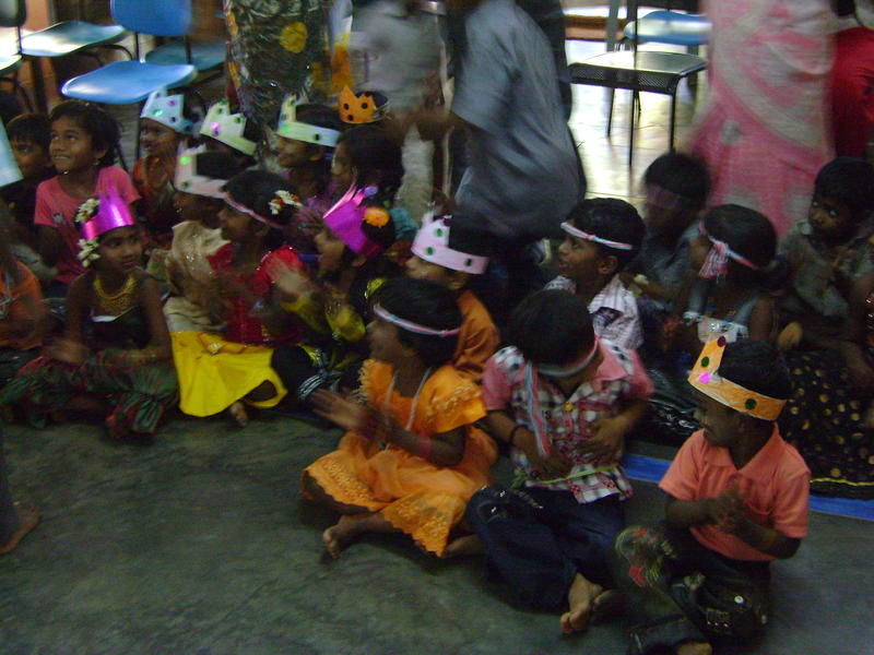 Photographer:Francesca | Children listening to the performers