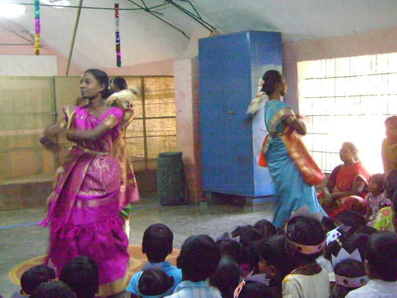 Photographer:Francesca | Girls performing Bollywood dancing