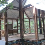 De-mountable house built by Johnny in the Auroville's forest.