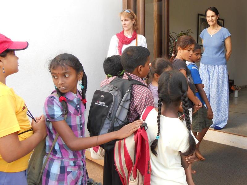 Photographer:Anu   Loretta greets the children.