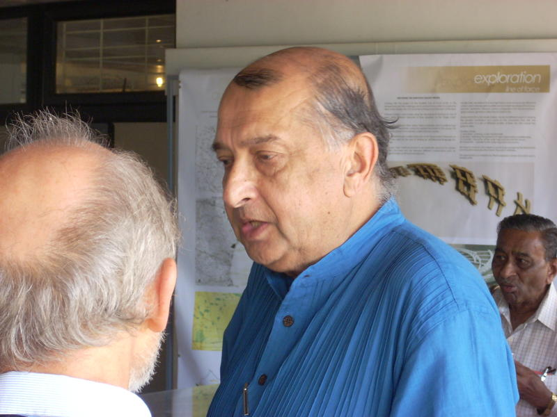 """Photographer:Andrea   Binu Mukherjee after the presentation titled """"Science and the Need for Evolutionary Change""""."""