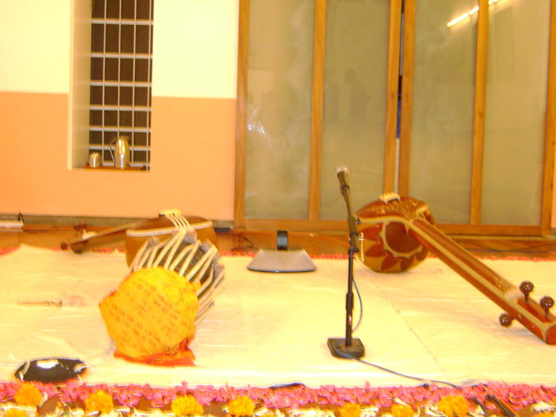 Photographer:web | before the concert of Uday Bhawalkar