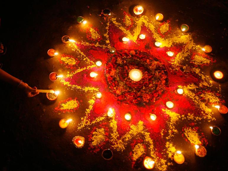 Photographer:Internet   Happy Diwali
