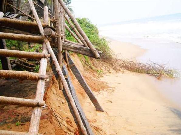 Photographer:Sam | Repos - beach erosion