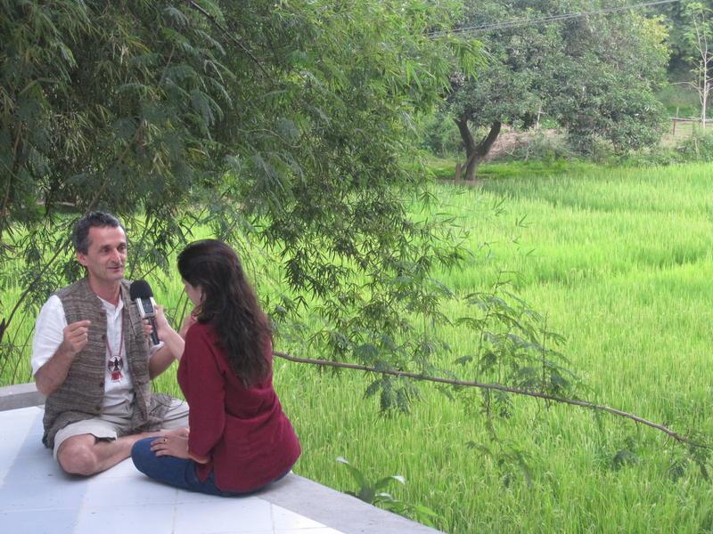 Photographer:Kid in Svaram | Puja in a 'plein air' interview with Aurelio
