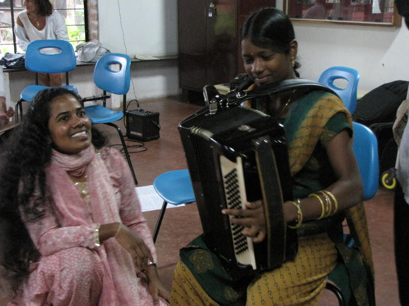 Photographer:Montse | LEC' girls playing with the accordion 2