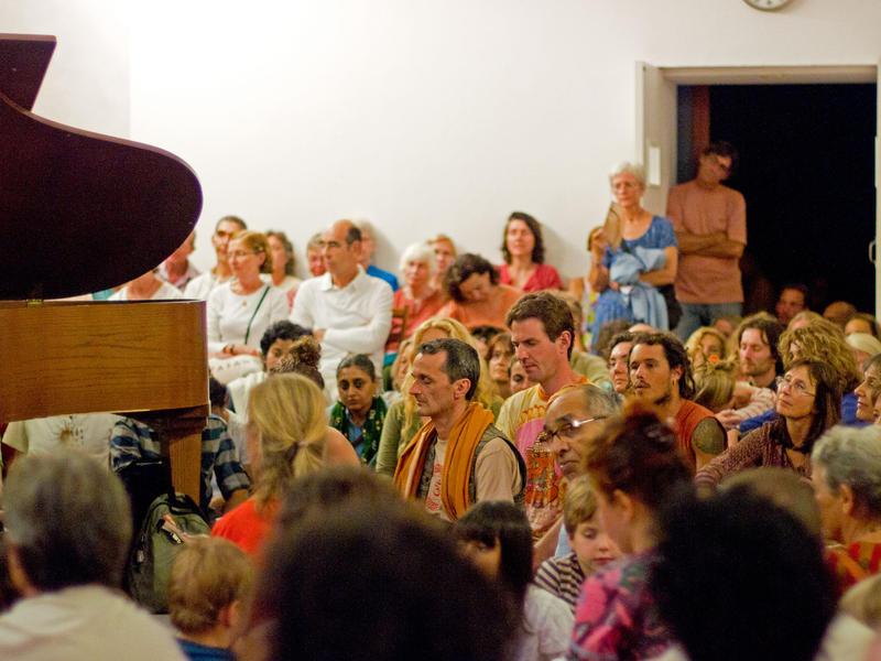 Photographer:Giorgio | Mesmerized Audience