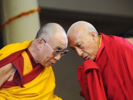 Photographer:web   H.H.Dalaj Lama and Professor Samdhong Rinpoche