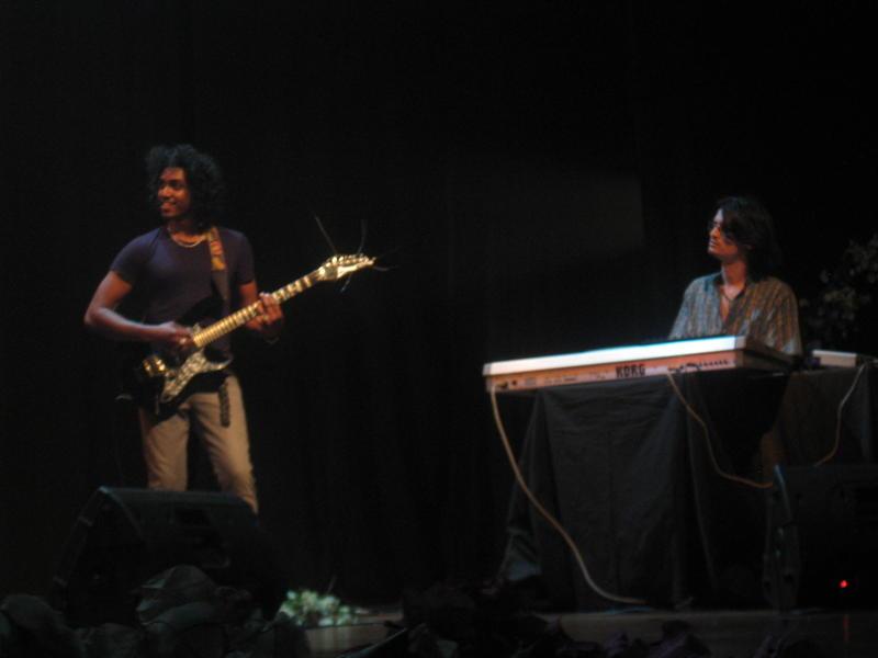Photographer:Divya | Jaysidhar on Guitar & Aman on Keyboard
