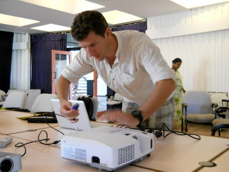 Photographer:Andrea   Eric in preparations for the Gb and IAC meeting