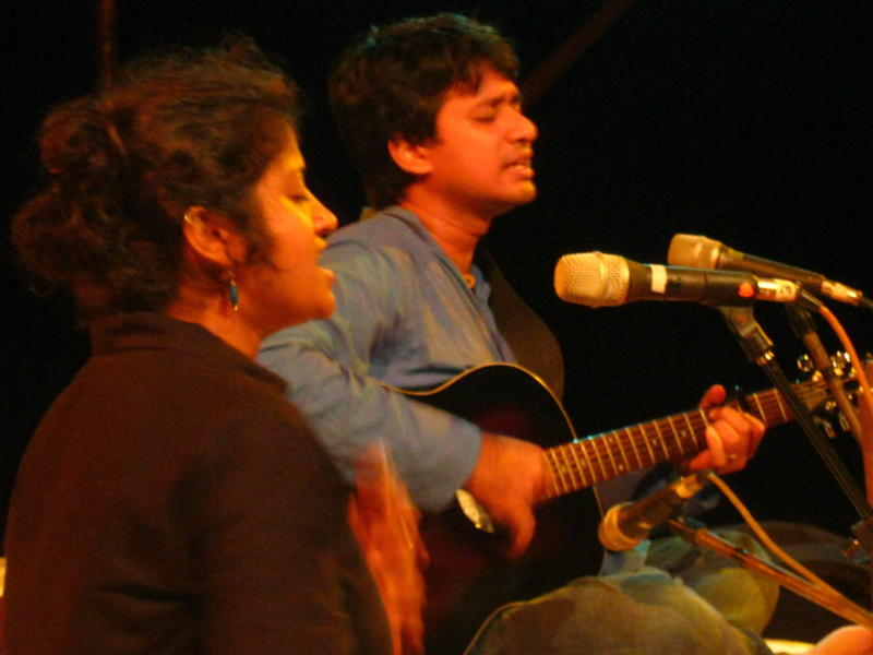 Photographer:Maria | Bindhu Malini and  Vedanth Bharadwaj singing and playing music together with a Folk-Blues acoustic set