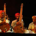 Mahesha Ram singing and playing with the musicians of the group