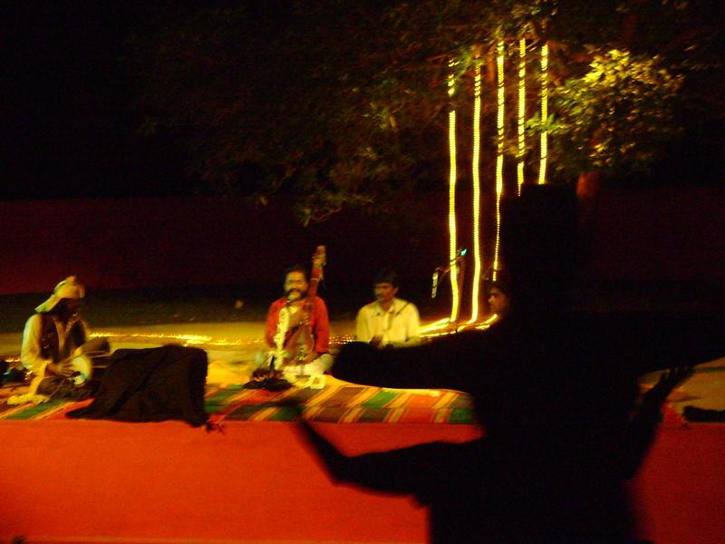Photographer:Tabitha | Mooralala Marwada and audience on their feet