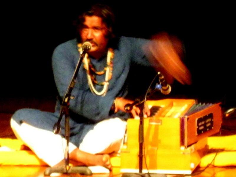 Photographer:Maria | The Mirasi Sufi singer Mukhtyar Ali singing Kabir, Mira and other Sufi poets like Bulleh Shah