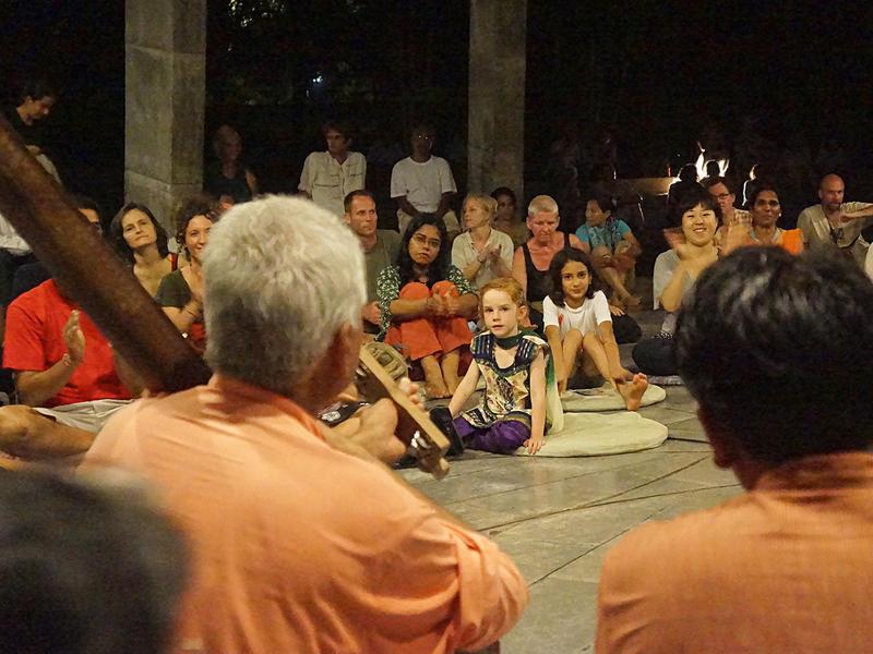 Photographer:Girogio | Prahladji Tipanya and Audience