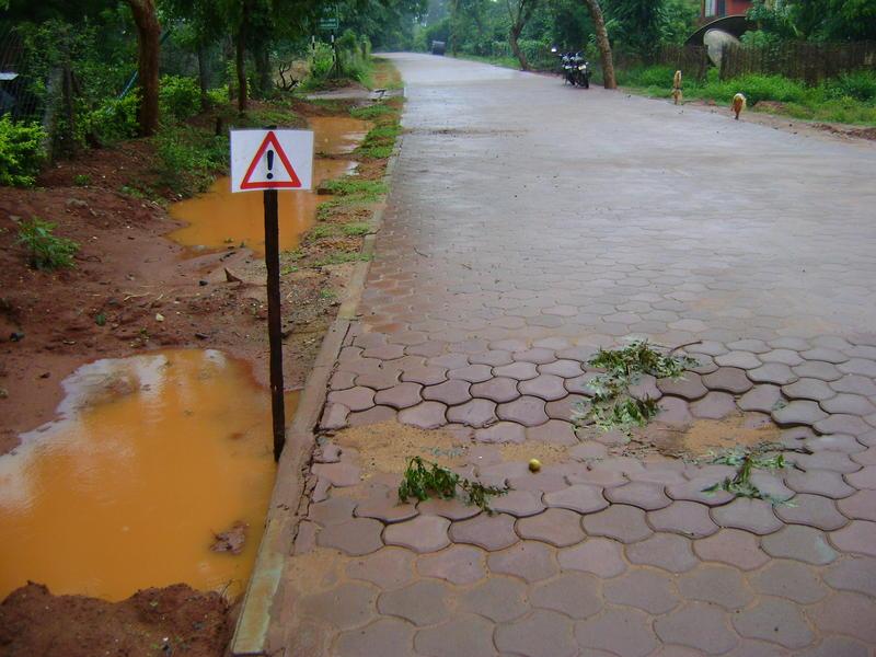 Photographer:Clara | Monsoon reveals mistakes - strecth from Vikas toward Arati