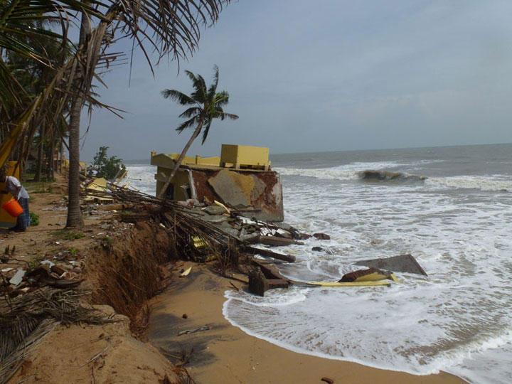 Photographer:Franz | Repos beach erosion