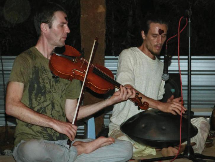 Photographer:Tatjana | Violine and space drum combining