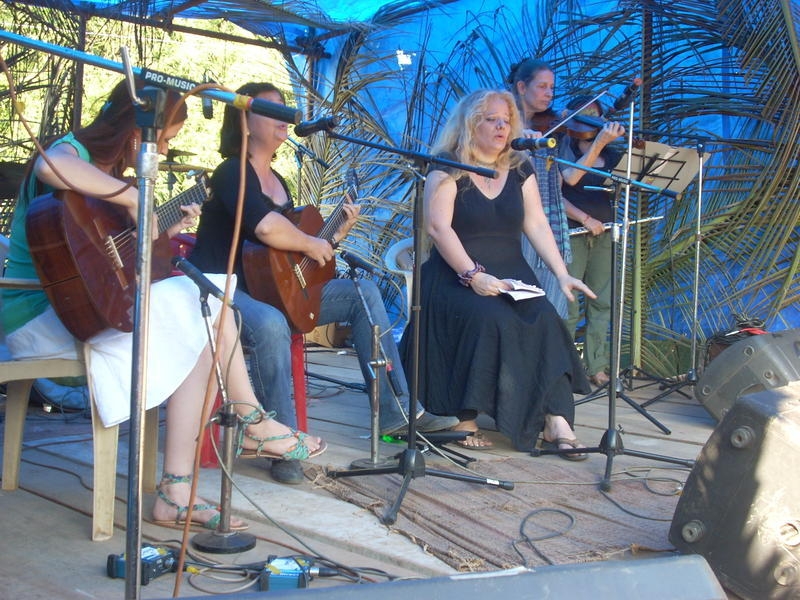 Photographer:Andrea | Victoria, Shakti & Vera on stage.