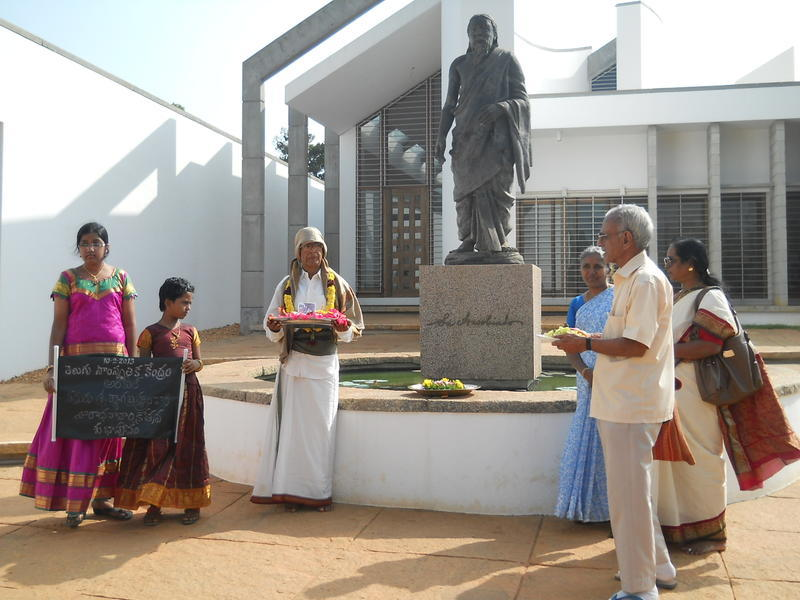 Photographer:Emmanuel | Homage at Sri Aurobindo statue