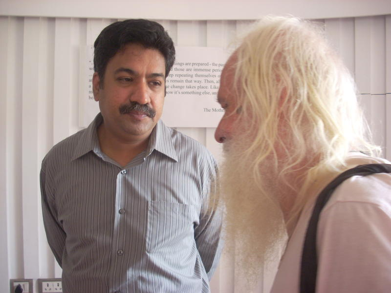 Photographer:Andrea | Dr. Rengaraj Venkatesh talking to Martin, a long time resident of Auroville.