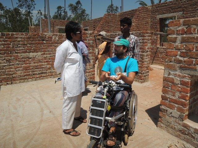 Photographer:Courtesy of Accessible Auroville | Alex can count on his numerous friends to help him.
