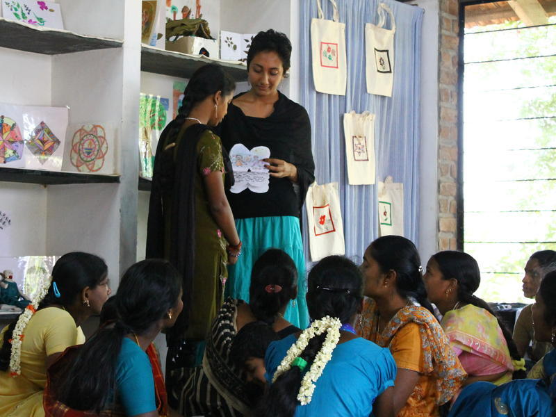 Photographer:Julie | Krupa teaches art therapy to the girls.