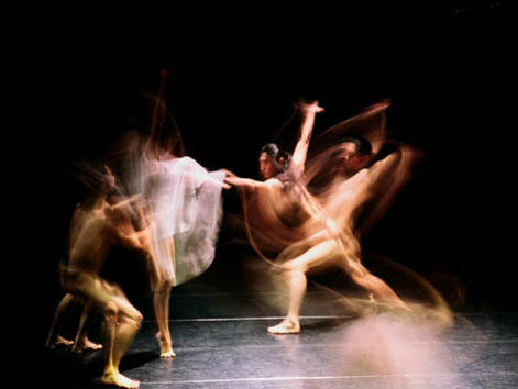 Photographer:web   Modern Dance