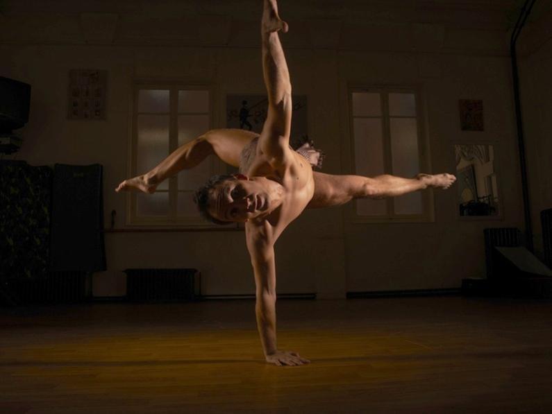 Photographer:web   Esteban Olives - modern dance