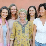 L'equipe de Lilaloka, avec, de g. a d.,Yvelise, Aikya, Anna, Veronique et Sandrine.