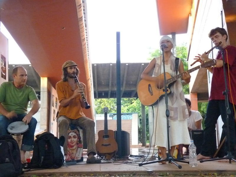 Photographer:Youri | Joska and her band