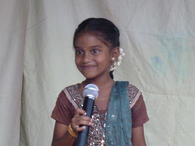 Photographer:Youri | Young singing girl