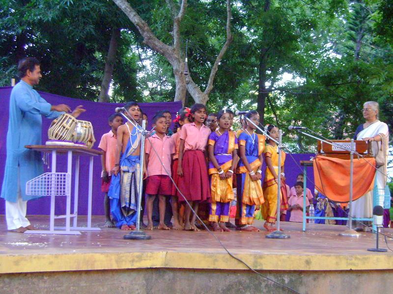 Photographer:Boobalan | 6th grade students singing with Nandida Di. On tabla Debhashis Das.