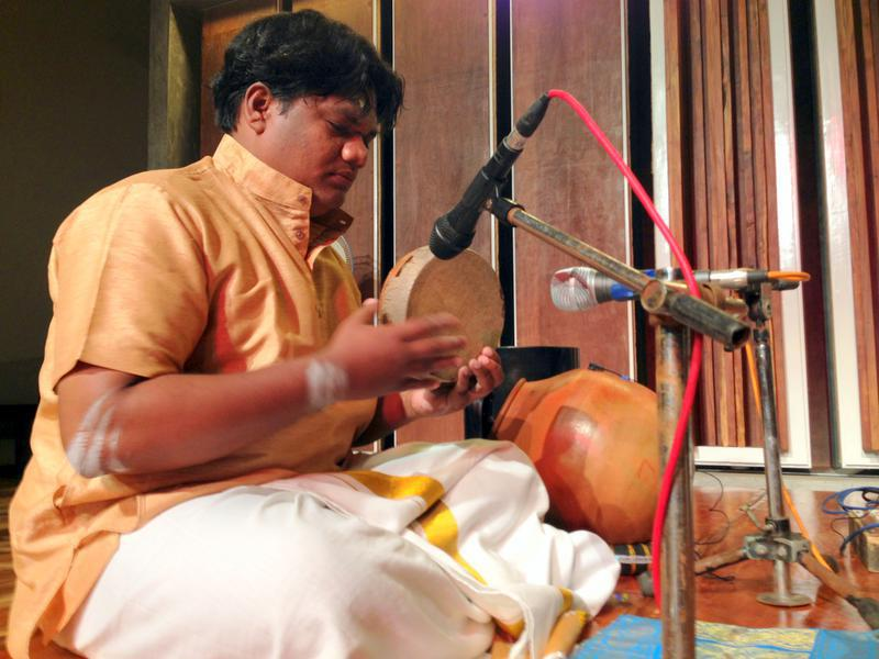 Photographer:Andrea | Kardivel and his percussions. On the back the Ghatam (South Indian pot).