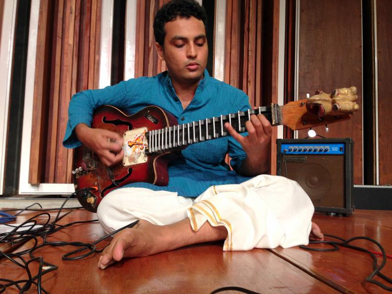 Photographer:Andrea | Srirman on Yuva Veena. This instrument has been created by Srirman.