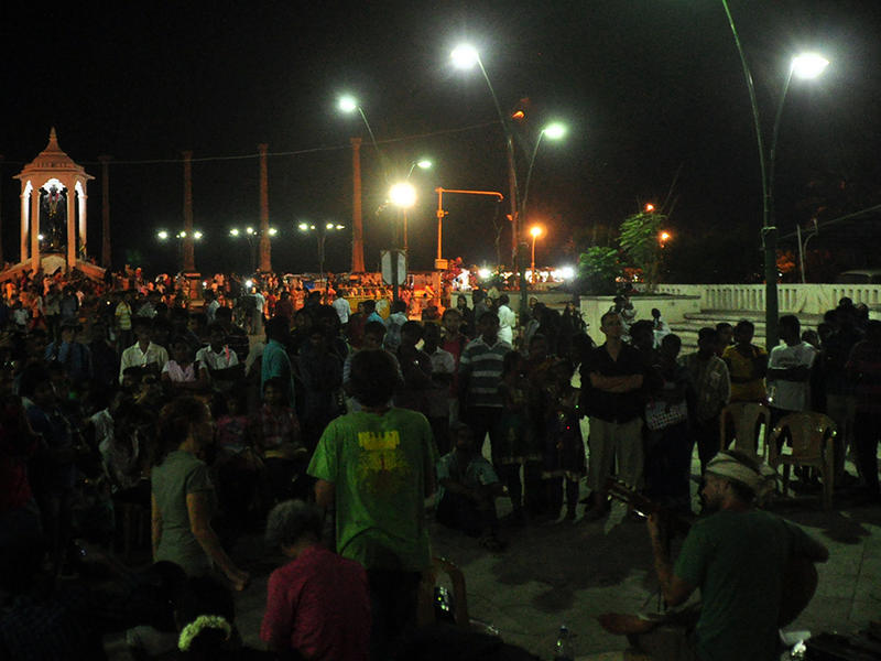 Photographer:Sergio | crowd on Gandhi Beach in Pondicherry