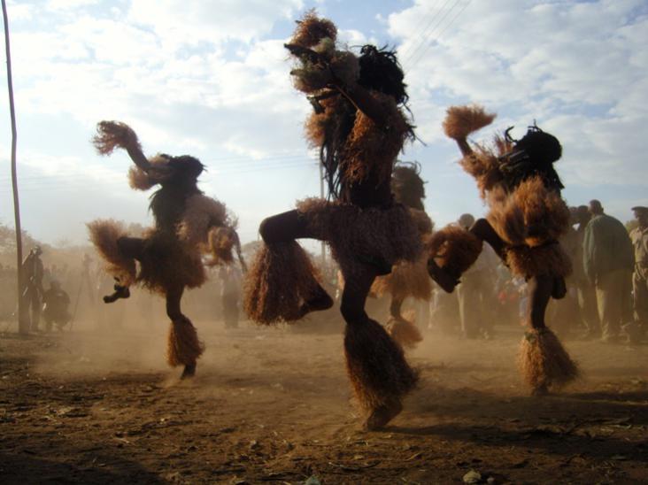 Photographer:web | Mozambique dancers