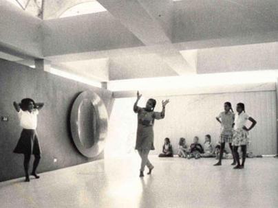 Photographer:web   Dance class in Last School years back