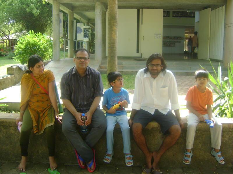 Photographer:Amara   Family from Pondicherry