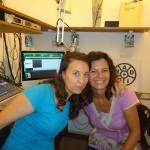 Chloé et Sandrine dans le studio d'Auroville Radio