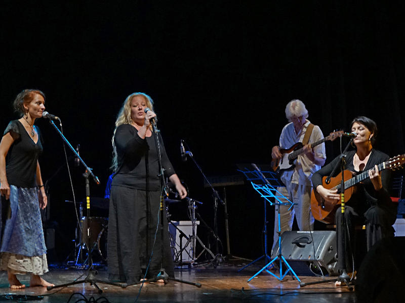 Photographer:Giorgio Molinari | AV Sisters on stage
