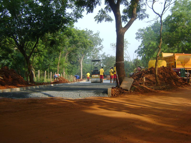 Photographer:Martha | fixing the stretch of road toward Verite and Ganesh Bakery