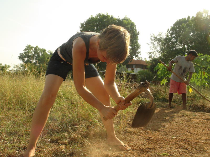 Photographer:Courtesy International House | Digging under the sun at the Auroville International House