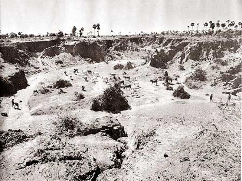 Photographer:Courtesy Auroville Archives | Forcomers canion back in the 60'. A lot of work has been done since then...